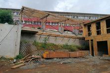 Le collège Mariama Salim s'étend avec une terrasse panoramique et 6 nouvelles salles de classes. Le matériau choisi a été le bois.
