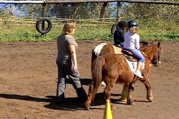 Des cavaliers en herbe au centre équestre du Cap à Saint-Leu