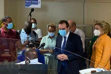 Sébastien Lecornu visite la plate-forme de recensement des cas contact de la CGSS de Martinique (décembre 2020).