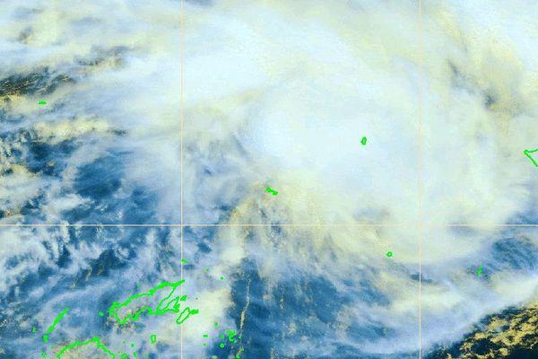 la dépression tropicale faible s'éloigne de Wallis vers l'est nord-est