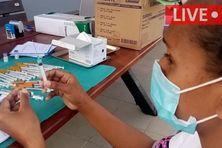 Du personnel soignant et des agents administratifs sont arrivés à Tiga pour des opérations de vaccination et de dépistage le 12 septembre 2021 - LIVE