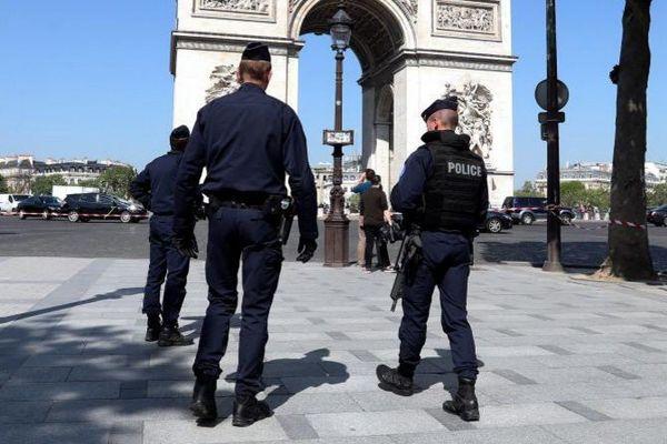 Attentat des Champs-Elysées, l'enquête se concentre sur le parcours du tueur