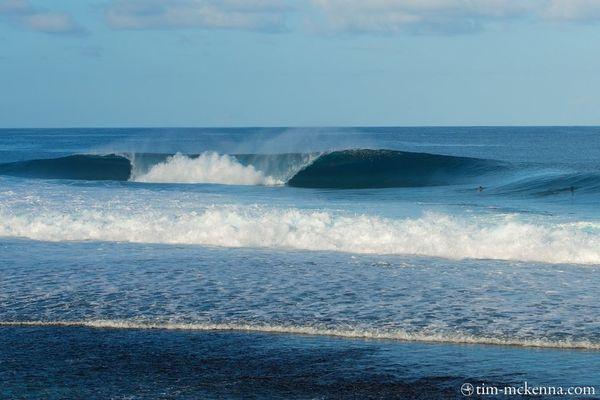 La vague de Teahupoo vue depuis l'échafaudage situé sur le platier