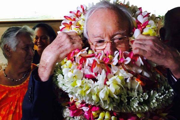 Arrivée de Gaston Flosse à l'aéroport de Tahiti