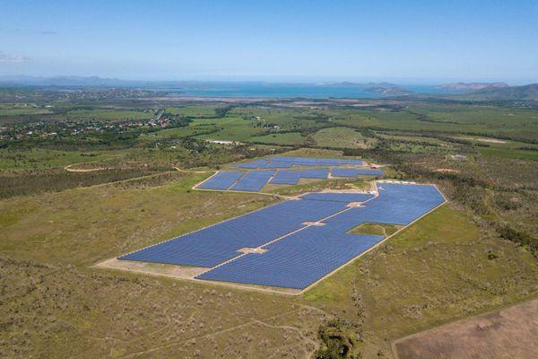 Hélio Boulouparis 2 : la plus grande centrale photovoltaïque avec stockage de France