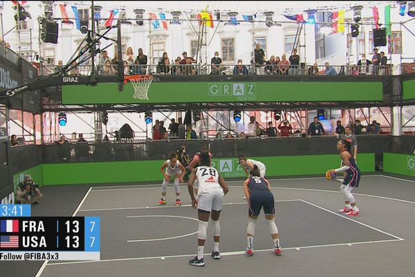 Di lapangan basket TQO 3x3 di Graz, terjadi duel sengit antara Amerika dan Prancis.