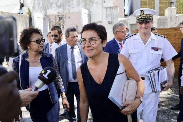 En visite à La Réunion, la ministre des Outre-mer annonce 1 000 contrats PEC supplémentaires.