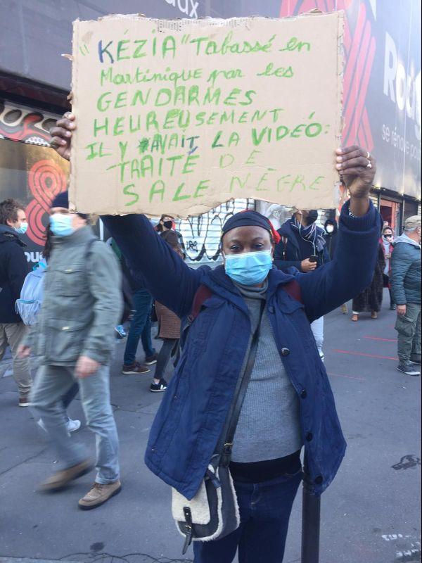 Marche des libertés Paris manifestante