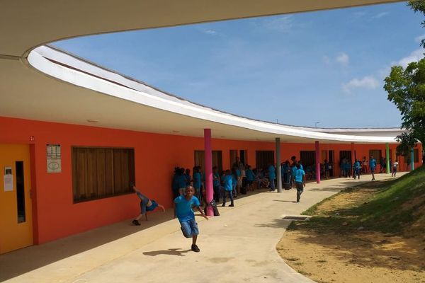 Macouria : visite du groupe scolaire Yolaine Charlotte Bolore