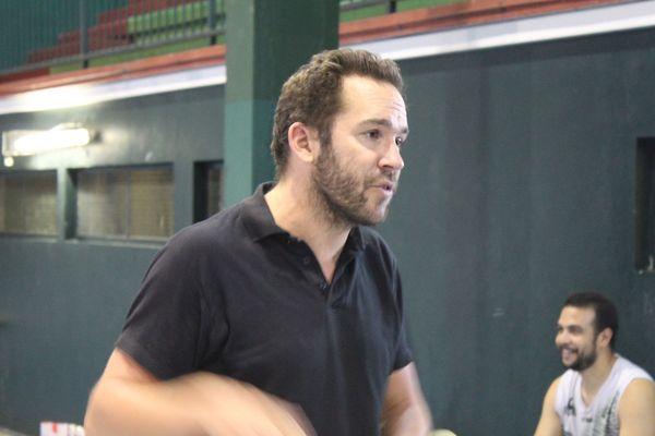 Benjamin Guy, l'entraîneur de Dumbéa, prône le groupe avant les individualités.