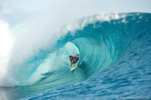 Jeremy Flores, de plus en plus à l'aise dans les vagues puissantes de Teahupoo