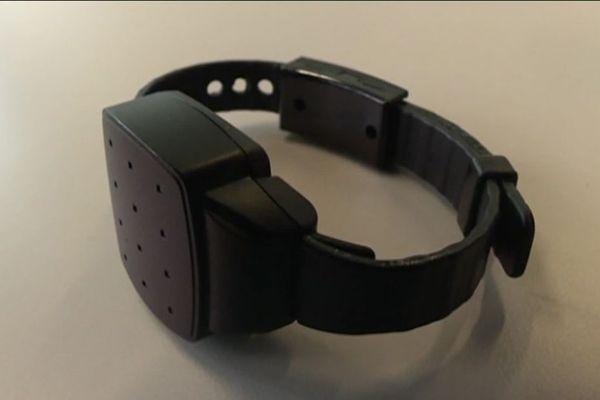 Le bracelet anti-rapprochement se porte à la cheville