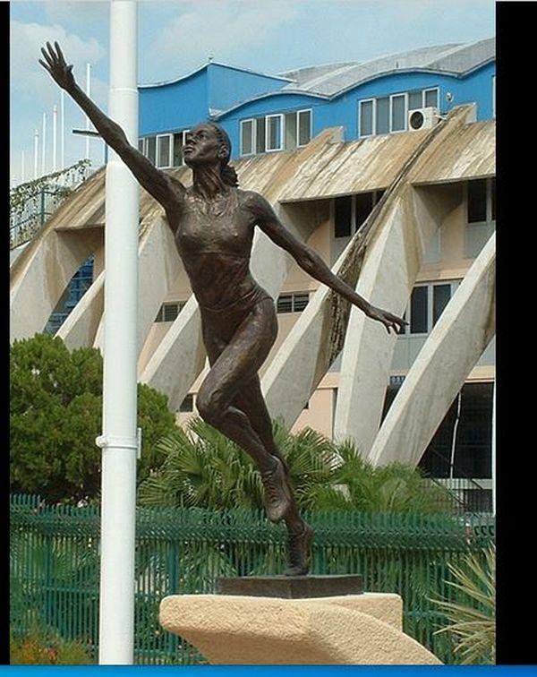 Merlene Ottey statue