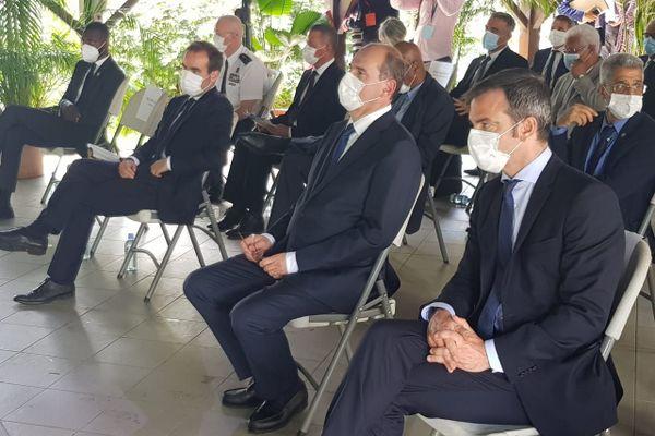 Au centre Jean Castex Premier ministre entouré de Sébastien Lecornu ministre des Outre-mer et Olivier Véran Ministre de la Solidarité et de la Santé