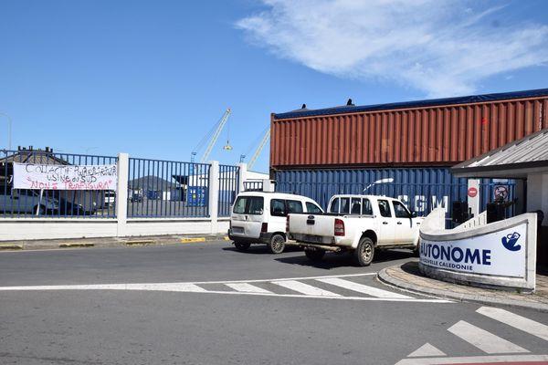 L'entrée du port autonome de Nouméa bloquée, 14 novembre 2020