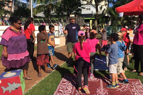 L'île aux livres 2017 sur la place des Cocotiers festival Lol livre jeunesse