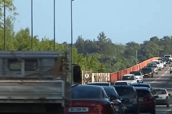 Embouteillage pont du Larivot