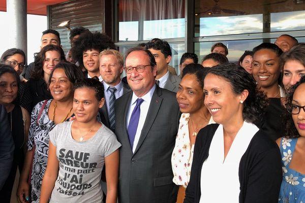 François Hollande en visite à La Réunion, le 9 octobre.