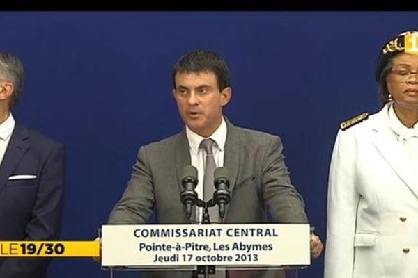 Manuel VALLS lors de son discours, en Guadeloupe, devant les forces de l'ordre, les élus locaux et la presse