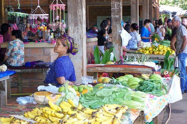 Marché au village hmong de Cacao