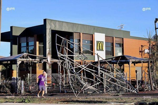 Le Mac Do du Port a été vandalisé et pillé.