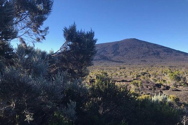Volcan au lever du jour
