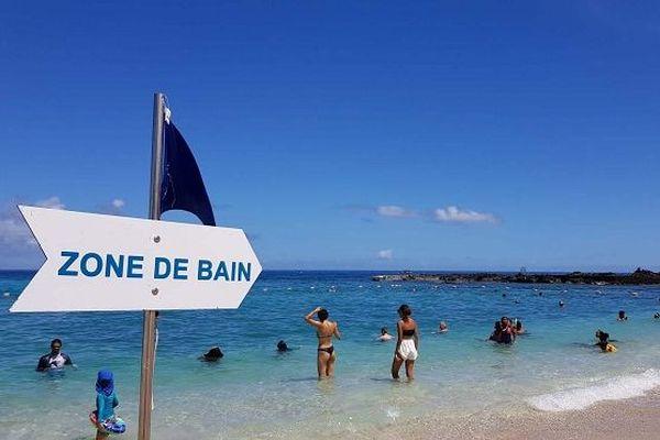 Les baigneurs retrouvent la plage de Boucan-Canot