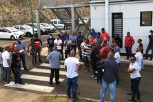 Salariés des entreprises de transport à l'issue des négociations à Fort-de-France.