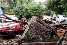 Le long de la plage de Carita, en Indonésie, maisons et voitures ont été emportées par la vague du tsunami, dimanche 23 décembre.