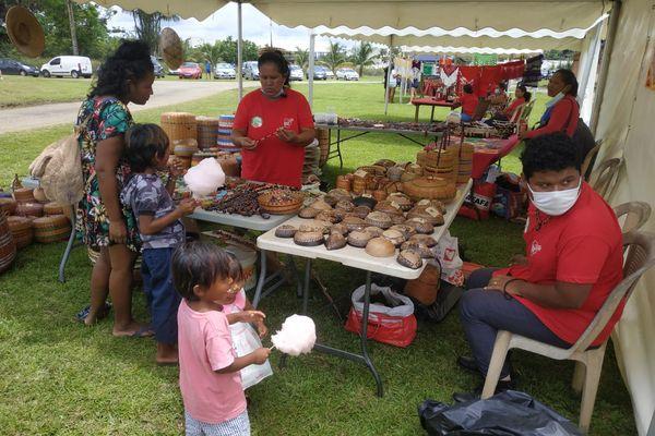 En Guyane, il existe plus de 200 formes de vanneries différentes tressées par les Amérindiens, les Créoles ou les Noirs-Marrons. Seuls les peuples amérindiens continuent à en tresser la majeure partie.