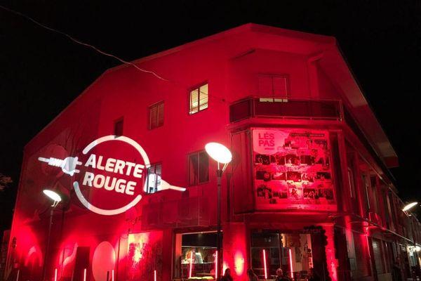 Lespas Leconte de Lisle à Saint-Paul éclairé en rouge