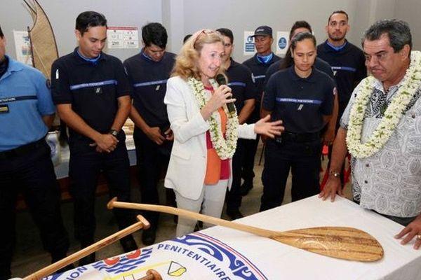 Mme Nicole BELLOUBET, Garde des Sceaux, Ministre de la Justice, au centre de détention de Tatutu