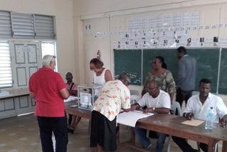 Bureau de vote au Moule
