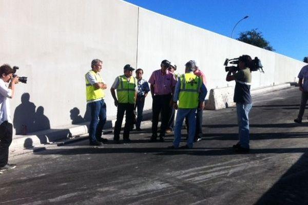 Gaston Flosse visite le chantier du tunnel