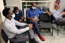 Le salarié de Groupama (chemise bleue) victime d'injures racistes d'un cadre de l'entreprise.