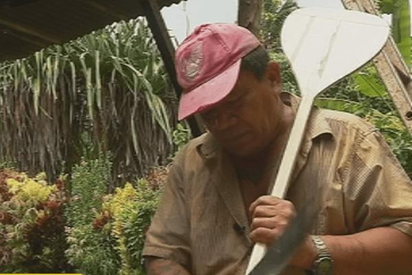 fabricant traditionnel de rame de va'a
