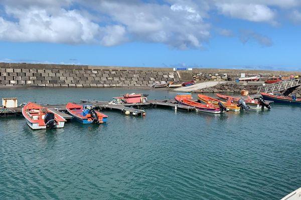 Bateaux au port de Grand-Rivière