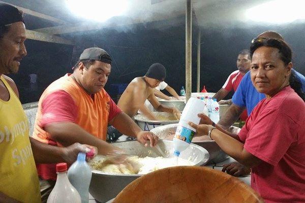 Préparation du four tahitien 2