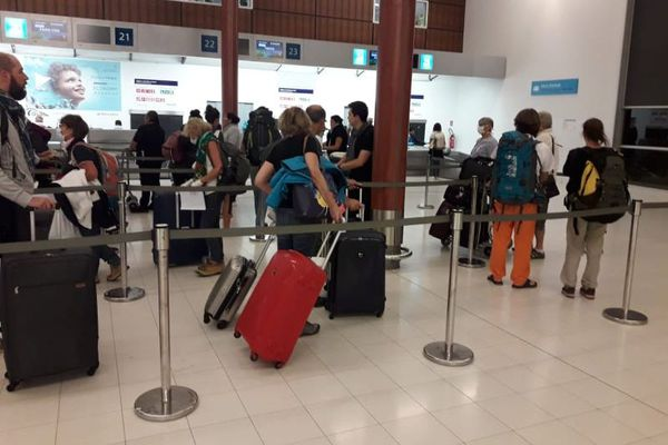 Aéroport la Tontouta : file d'attente