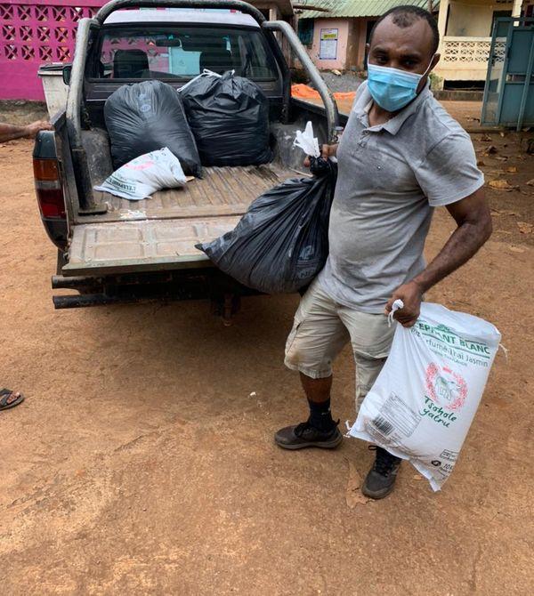 Réception et distribution dons sinistrés Acoua