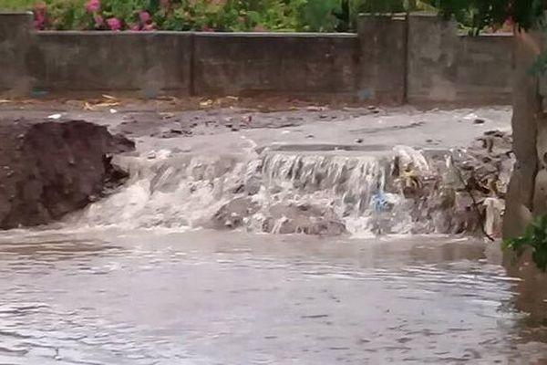 L'eau ravine les sentiers du Chaudron