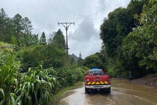 Lucas : après le cyclone, surveillance des pompiers