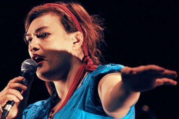 Rosemary Standley, la chanteuse du groupe Moriarty, aux Francofolies de La Rochelle en 2008