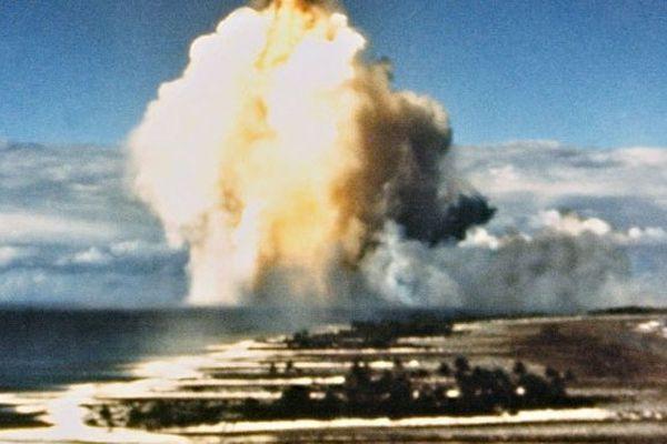 Test nucléaire français dans le pacifique sud à Mururoa, 1970