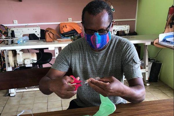 Fabrication de masques à L'Esat Ebène de Cayenne