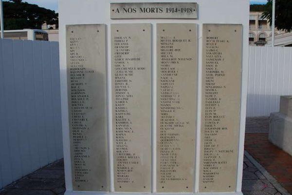 L'autre plaque du monument aux morts de Nouméa