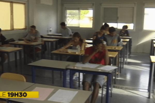 Les élèves du lycée agricole de Pouembout pendant les épreuves du baccalauréat de français