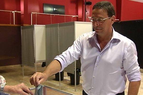 Philippe Gomès vote aux provinciales