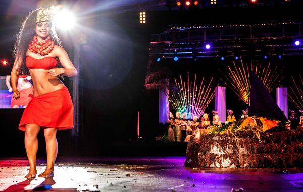 La troupe Pupu Tuhaa Pae au Heiva 2014