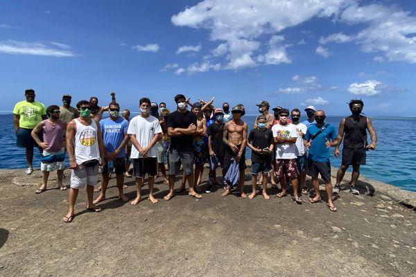 surfeurs moorea / surf